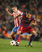 Lopez(L) of Atletico fight with Alves(R) of Barcelona — Stock Photo