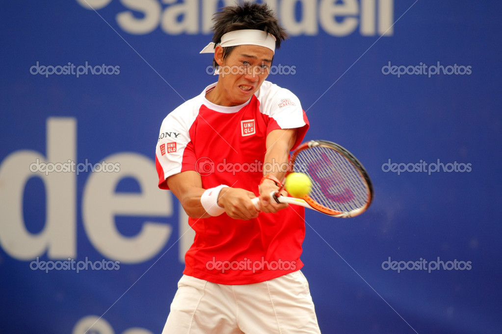 Japanese Kei Nishikori in action during the first round match of the Barcelona tennis tournament Conde de Godo on April 19, 2011 in Barcelona — Lizenzfreies Foto #18692233