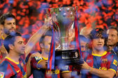 Xavi Hernandez and Carles Puyol of FC Barcelona hold the La Liga trophy — Stock Photo
