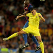 Abidal(L) vies with Nilmar(R) — Stock Photo