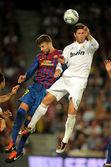Gerard Pique(L) of FC Barcelona vies with Sergio Ramos(R) — Stock Photo