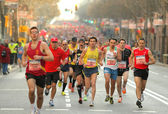 Barcelona street crowded of athletes — Stock Photo