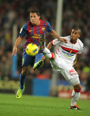 Adriano Correia(L) of Barcelona vies with Gianni Zuiverloon(R) of Mallorca — Stock Photo