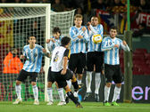 Argentinian players on the wall of the free kick launched for Xavi Hernandez — Stock Photo