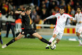 Tunisian player Yassine Chikhaoui(R) vies with Andreu Fontas(L) of Catalonia — Stock Photo