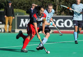 Alex Fabregas(L) of RC Polo during vies with David Cole(R) of Monkstown HC — Stock fotografie