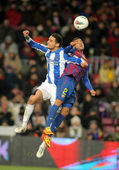 Liassine Cadamuro(L) of Real Sociedad vies with Dani Alves(R) of FC Barcelona — Stock Photo
