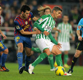 Salva Sevilla(R) of Real Betis vies with Sergio Busquets(L) of FC Barcelona — Stock Photo