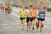 Grupo de corredores en la media maratón de barcelona — Foto de Stock