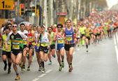 巴塞罗那街道拥挤的运动员 — 图库照片