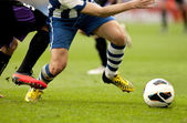 Two soccer players vie — Stockfoto