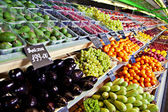 Vegetables and fruits in supermarket — Stock Photo