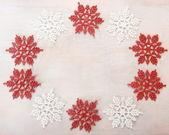 Świąteczne dekoracje na białym tle drewniane — Zdjęcie stockowe