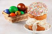 Torta di Pasqua con glassa glacé e uova di Pasqua — Foto Stock