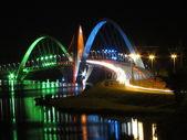 Kubitschek-Brücke bei Nacht mit farbiger Beleuchtung — Stockfoto
