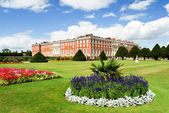 Hampton Court palace on a sunny day — Stock Photo
