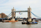 Tower bridge s logem paralympijských her — Stock fotografie