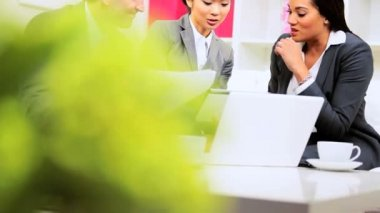 Asian Chinese Businesswoman Informal Team Meeting — Stock Video