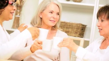 Mulheres maduras café manhã — Vídeo stock
