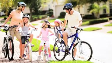 Family Healthy Cycling Outing — Video Stock