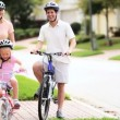 Vídeo Stock: CaucasiFamily Healthy Bicycle Ride Together