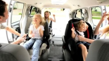 Parents Children Preparing Car Outing — Video Stock