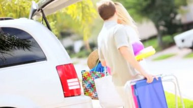 Blonde Parents Daughters Preparing Family Car Outing — Stock Video