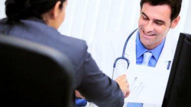 Hispanic Doctor Meeting Financial Advisor — Stock Video