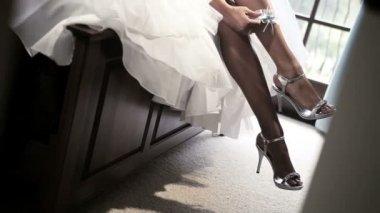 African American Bride Pulling on Wedding Garter — Stock Video