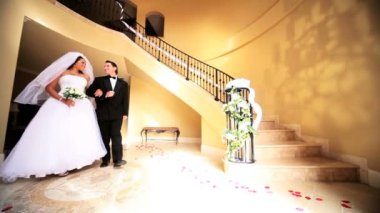 Ethnic Bride and Groom Luxury Entrance Hall — Stock Video