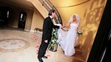 Gururlu baba ile kızının düğünü — Stok video