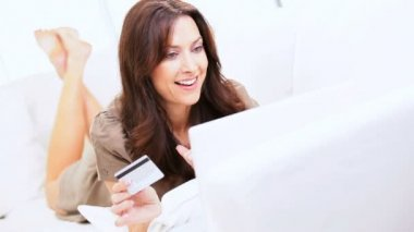 Young Female Credit Card Online Bidding — Stock Video