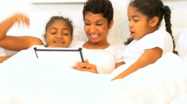 African American Girls Mother Wireless Tablet Home Bed — Stock Video