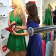 flickvänner shopping chic boutique — Stockvideo