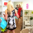 personal shopper con cliente femminile — Video Stock #17976119
