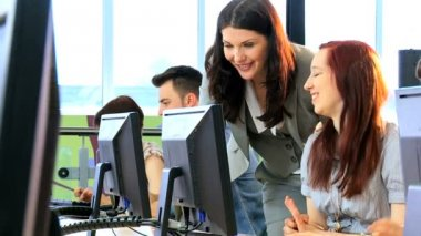 Male and female students focus on project instruction tutor — Stock Video