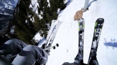 Skiers riding ski lift — Stock Video