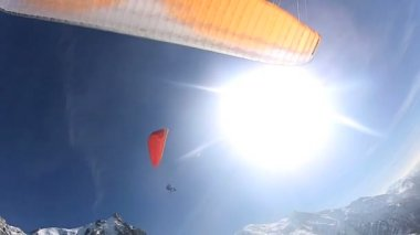 Para glider using thermals to maneuver parachute — Stock Video