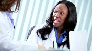 Diverse hospital management planning education — Stock Video