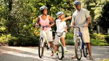 Ethnic family keeping fit together out cycling — Stock Video