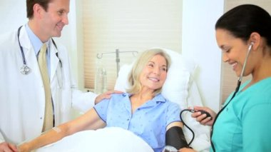 Nursing Aide Checking Patient Blood Pressure — Stock Video