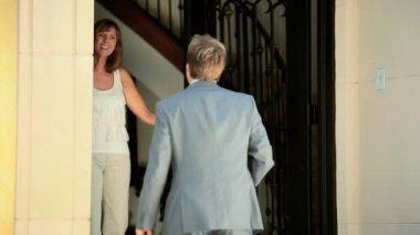 Realtor Meeting Family Tenants — Stock Video
