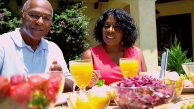 African American Couple Eating Healthy Lunch — Stok video