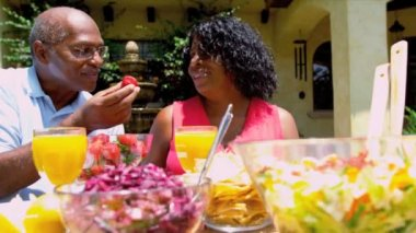 Senior Ethnic Couple Enjoying Healthy Meal — Vídeo de stock