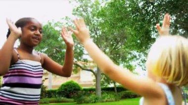 Freunde aus der Kindheit feiert Erfolge — Stockvideo #18922593