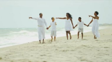 Ethnic parents children spending holiday together talking on beach — Stock Video