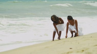 Relax summer vacation of ethnic mother daughter together on beach — Stock Video