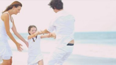 Caucasian parents daughter enjoying holiday together walking on beach — Stock Video