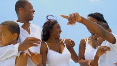 Happy ethnic family summer talking together on holiday by ocean — Stock Video