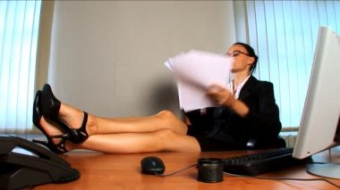 Young business woman feeling the heat — Stock Video #19187411